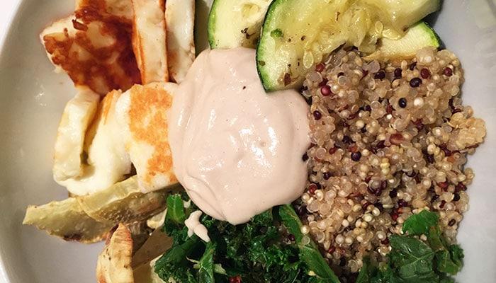 Vegetarische quinoa bowl met boerenkool en halloumi - Karlijnskitchen.com