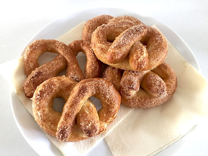 Gluten-free soft pretzels (+ version with gluten)