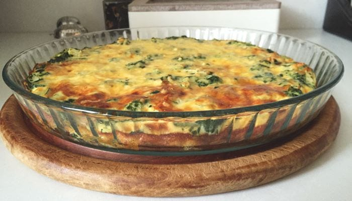 Crustless quiche with smoked chicken and spinach - Karlijnskitchen.com