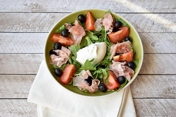 Italiaanse salade met burrata en parmaham - Karlijnskitchen.com