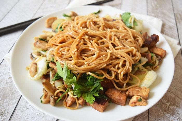vegan sesame tempeh soba noodles - karlijnskitchen.com