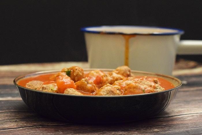 gehaktballetjes in tomatensaus - karlijnskitchen.com