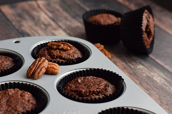 gezonde chocolade pecan muffins - karlijnskitchen.com