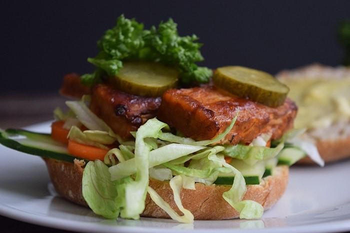 barbecue tempeh sandwich - karlijnskitchen.com