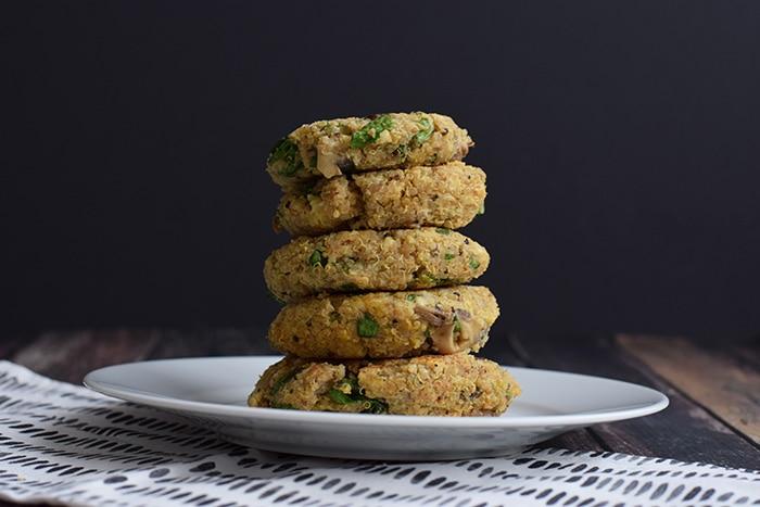 vegetarische quinoa burgers met spinazie - karlijnskitchen.com