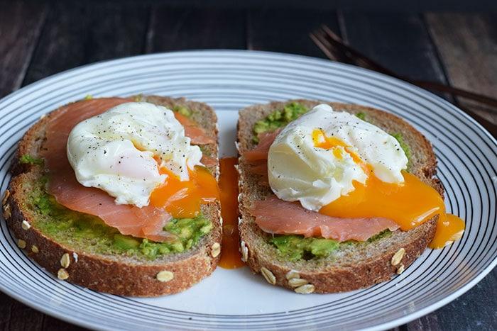 low FODMAP poached egg sandwich with smoked salmon - karlijnskitchen.com