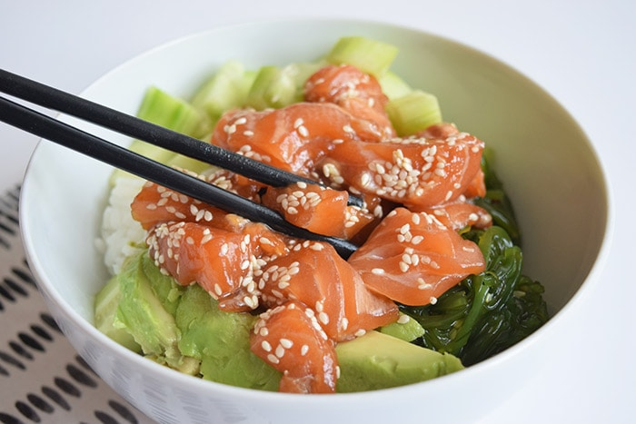 low FODMAP poke bowl - karlijnskitchen.com