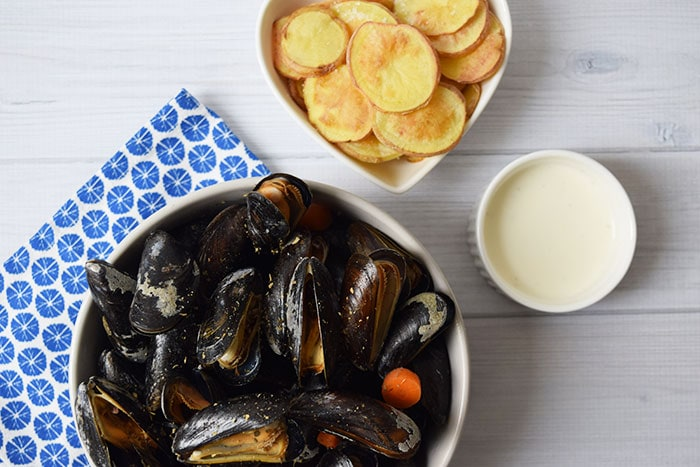 low FODMAP mussels in white wine sauce - karlijnskitchen.com