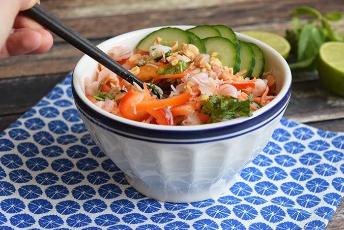 spring roll bowl met garnalen - karlijnskitchen.com