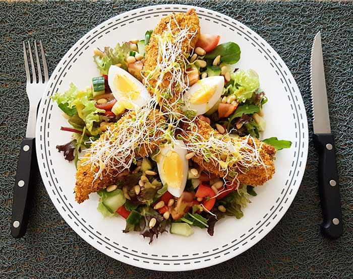 low fodmap crispy chicken with a cornflakes crust - karlijnskitchen.com