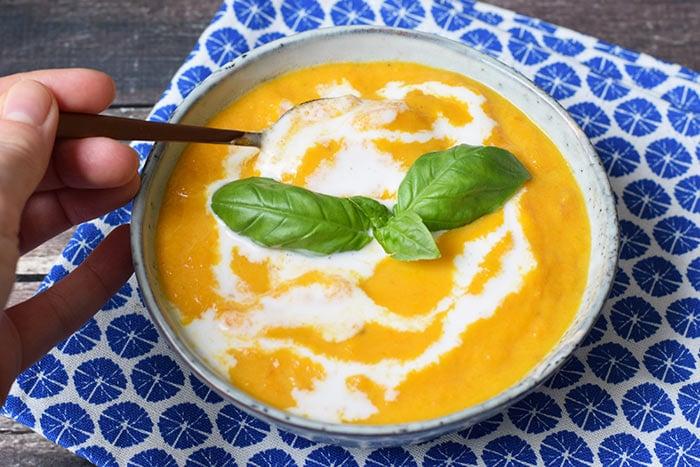 wortelsoep met gember en kokosmelk - karlijnskitchen.com
